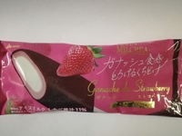 ミルクレア「ガナッシュドゥストロベリー」は探し出してでも食べるべき、美味し過ぎるアイスである。