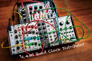 今月のモジュラー・シンセ:4MS Quad Clock Distributor 〜第7回 Patch The World For Peace