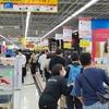 緊急事態宣言前のテレワーク駆け込み需要でPC売り場が大混雑