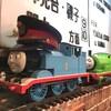 汽車が運んでくれる。鉄道ムードの店カレーステーション ナイアガラ