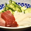 豊洲の「米花」で本ます粕漬け焼き、刺身盛り合わせ、夏野菜のカレー風味トマト煮、バナナジュース。