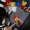 息子が絶賛人形遊び中です