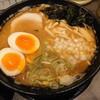久々に金沢市安江町の中華蕎麦御輿で、中華蕎麦(太麺)大盛+半熟煮玉子、豚めしセット。