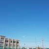 郊外の青空と空気に心配事を開放する