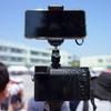 子供の運動会や演劇などで、広角レンズと望遠レンズの両方で動画を撮る方法。