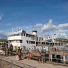 タンガニーカ湖を船で縦断してザンビアへ。