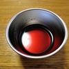 固まらないカラメルソースの作り方は簡単。砂糖と熱湯を同量用意しましょう