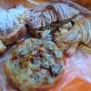 金沢市藤江南にあるパン屋さん、パン工房バビロンを再訪。今回は豆パンとクリームクロワッサン狙い。