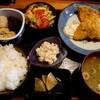 北陸道小松インター近く、石川県小松市長崎町にある樹(たつき)で日替り膳。この日のメインはアジフライ。