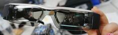 メガネ型ウェアラブルMOVERIOを使って両目で最大320インチの映像を1人じめ