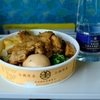 台南  台鐡便當を食べながら