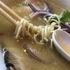 渾身の鶏白湯スープと手打ち縮れ麵の人気ラーメン店をハシゴ。