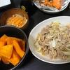 キャベツ豚こま炒め、かぼちゃの煮物、味噌汁