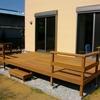 低いフェンスはベンチの代わりになります