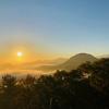 早朝の十観山から山合いを望む!長野県青木村の神秘的な雲海