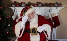 サンタクロースを今風にブランド再生したら、どんな格好になる?【英語多読ニュース】