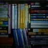 本を読んでいる。