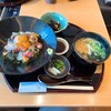 上本町YUFURAのうおまんで海鮮まかない丼と昆布うどんのセットを食べてきました