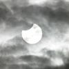 部分日食を撮影できたのは、お正月の雲のおかげです。2019年1月6日午前9時24分の南の空。