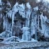 奥秩父冬の名勝 厳しい寒さと染み出る湧水が作り上げる氷のオブジェ 秩父市「三十槌の氷柱」