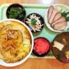 グリーンピースと魚肉ソーセージの天津飯