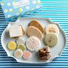 末富ブルーのボックスに京菓子の魅力を詰めて