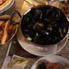 食べても食べても、ベルギーの黒い殻に入ったムール貝。