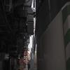 阪急三宮駅・高架下の路地が狭くなってる。