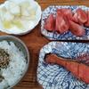 リンゴヨーグルトと焼鮭とトマト