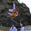 ★韓国の子ども独島で旭日旗を粉々に蹴り割る