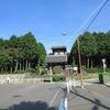 登校の風景 大きなお寺