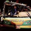 観光バスが高速道路から転落、32人死亡…台湾