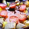 缶詰のランチョンミートとジャガイモのグリル、バルサミコソースかけ