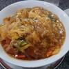 小松市矢田野町の国道305号(旧国道8号)沿いにある中華料理錦で、中華カツ丼、餃子、マーラー麺。