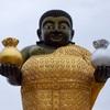 斜塔と金と銀の袋を持った謎の立像がインパクト大のワット・サークラー(ワット・サーカラー)