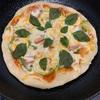 間引いたバジルでピザ作り