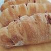 ドライフルーツいっぱいの全粒粉パン。