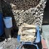 まだ!焚くので薪の補充