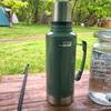 キャンプの氷の持ち運びにはタフなコイツ!お洒落で便利なスタンレー クラシック真空ボトル 1.9L