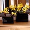 モカラとドラセナのフラワーアレンジ♪黒い陶器の花器のコンポジション(^^)