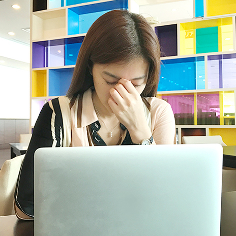 【10月10日は目の愛護デー】VDT症候群にご用心! パソコンやスマホの疲れ目対策を保健師に聞いてみた