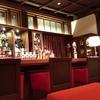 ホテルのバーは、バリアフリー。