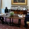(韓国反応) 鳩山前首相「スガ、バイデンとハンバーガー食べたことを自慢?」 可哀想だね、可哀想。