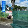 ごみステーションに新たなネットや看板、のぼりを設置。