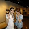 ゼミの卒業生がデザイン学科卒の友達と一緒に研究室を訪れたので、芸術資料館を案内