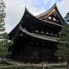 (京都ぶらぶら)大徳寺の鳴き龍、建勲神社、船岡山