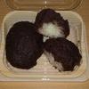 仙台駅構内の食材王国みやぎの「もちべえ」で購入できる、ぼたもちを食べてみた。
