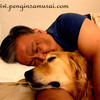 大型犬と一緒に寝る幸せ