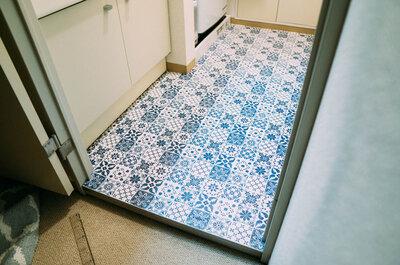 【賃貸DIY】3200円で脱衣所の床をタイル風にしてみた!