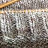 ゴム編の目数の決め方。すそやそで口、前立てのゴム編みは細い針で多めに編んでいます。
